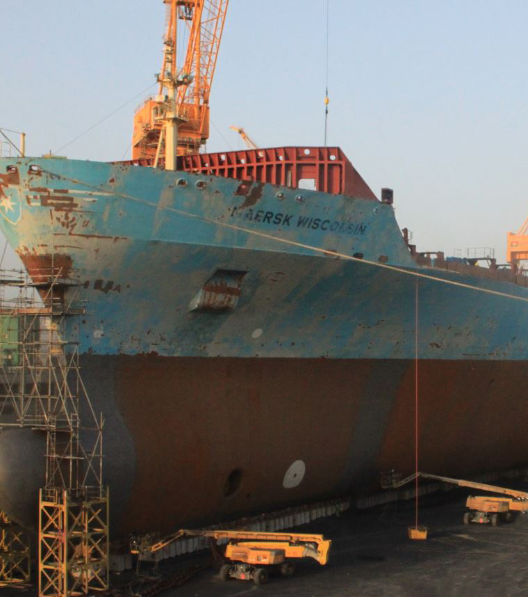 ha41_in_oman_drydocks.jpg